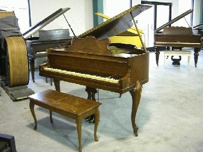 Huntington apartment size baby grand piano for Size of baby grand piano